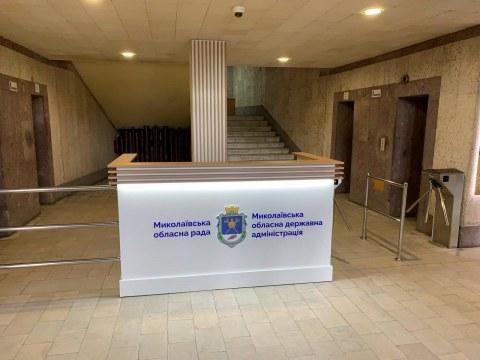 «Для наведения порядка»: глава облсовета объяснила установку турникета в Николаевской ОГА