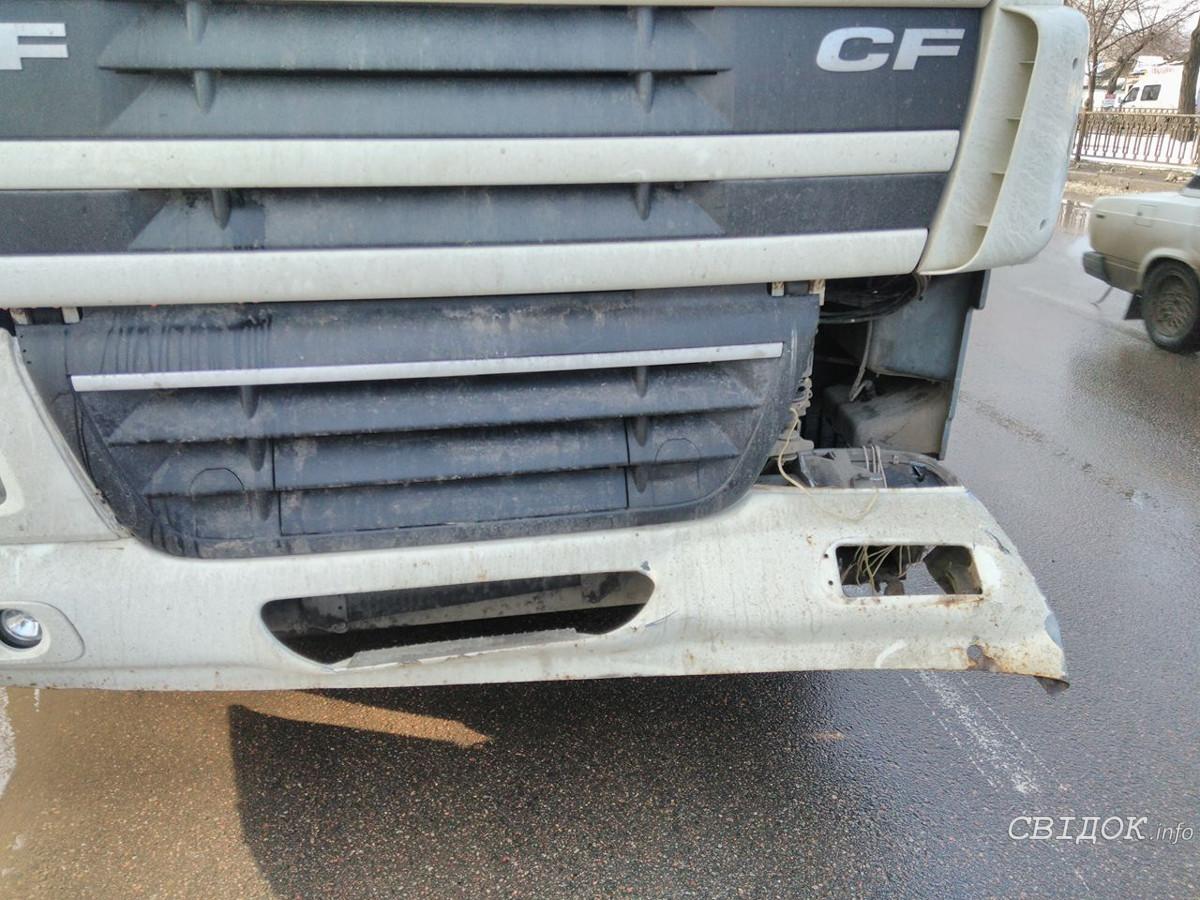 У легковушки вывернуло колесо в результате ДТП в Николаеве (фото)
