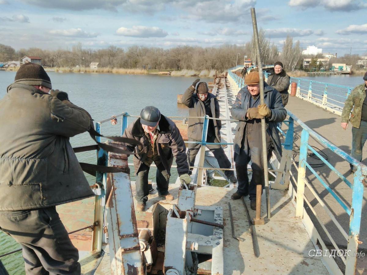 после чернобыльской пешеходный мост превратят в корабль тюмень фото нос рози выглядит