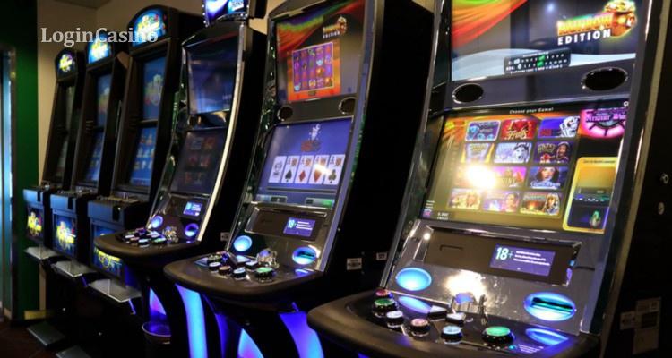 Игровые автоматы жаловаться муж играет с друзьями в карты