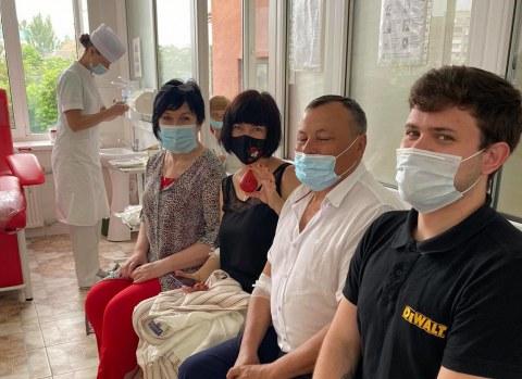 Всемирный день донора: в Николаеве руководители городских больниц сдали кровь