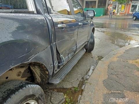 В Николаеве водитель Ford устроил более десяти ДТП и пытался скрыться
