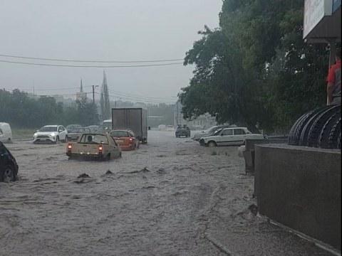 В Николаеве часть улиц из-за дождя залило водой